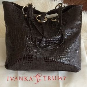 💞Gorgeous tote💞IVANKA TRUMP 💞faux croc leather